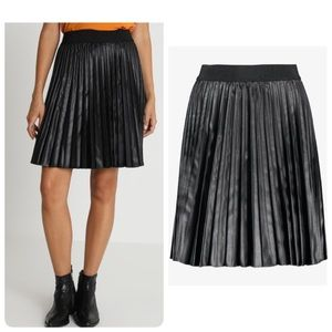 United Colors of Benetton leather plead skirt